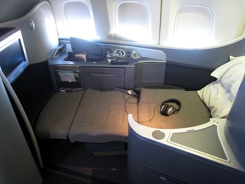 United Airlines First Class Suite In Bed Mode Ua United Airlines First Class Airlines