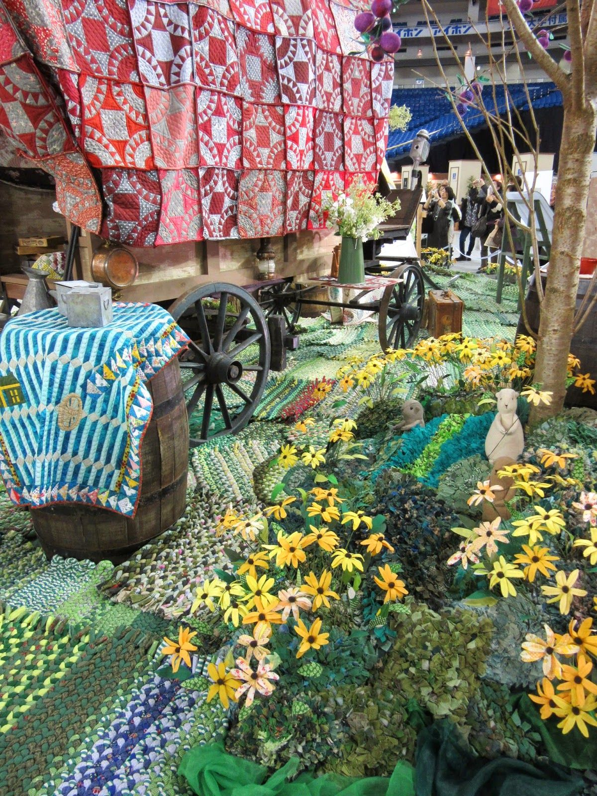 note the cute little critters in the garden near the tree trunk Queenie's Needlework: Tokyo International Great Quilt Festival - 5 Building quilt scenes