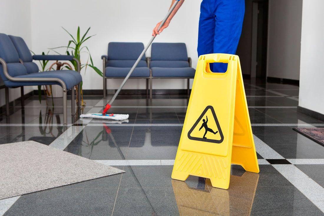 Limpieza Industrial En La Empresa Después De Una Inundación Limpieza Industrial Personal De Limpieza Servicio De Limpieza