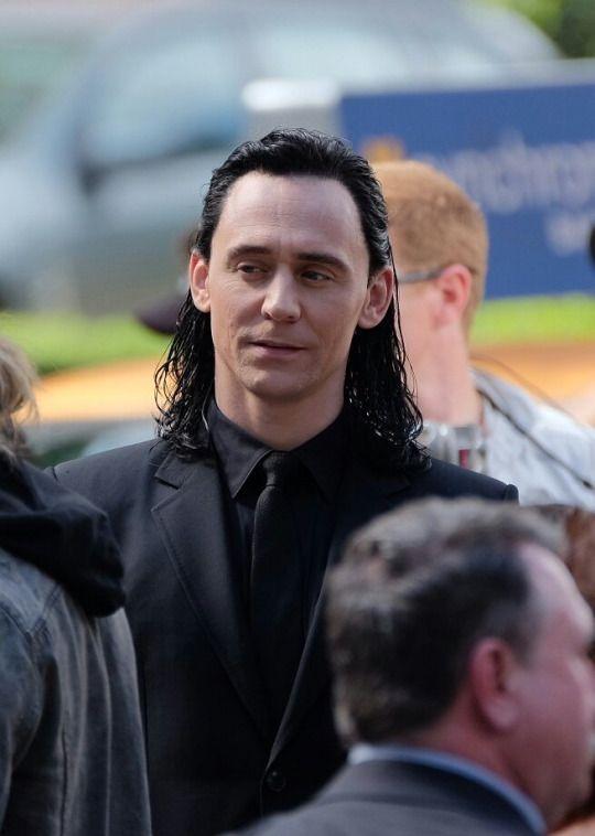 Tom Hiddleston at the set of Thor Ragnarok