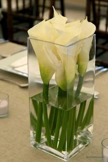 Wedding Centerpieces For This 2018 With Predictions For 2019 In 2020 Flower Arrangements Simple Lily Centerpieces Calla Lily Centerpieces