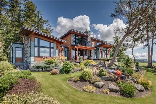 Northwest contemporary home in washington like the for Pnw home builders