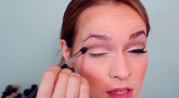 How to Create Deep Crease | Beauty Hacks by Makeup Tutorial at http://makeuptutorials.com/makeup-tutorial-vintage-inspired-makeup