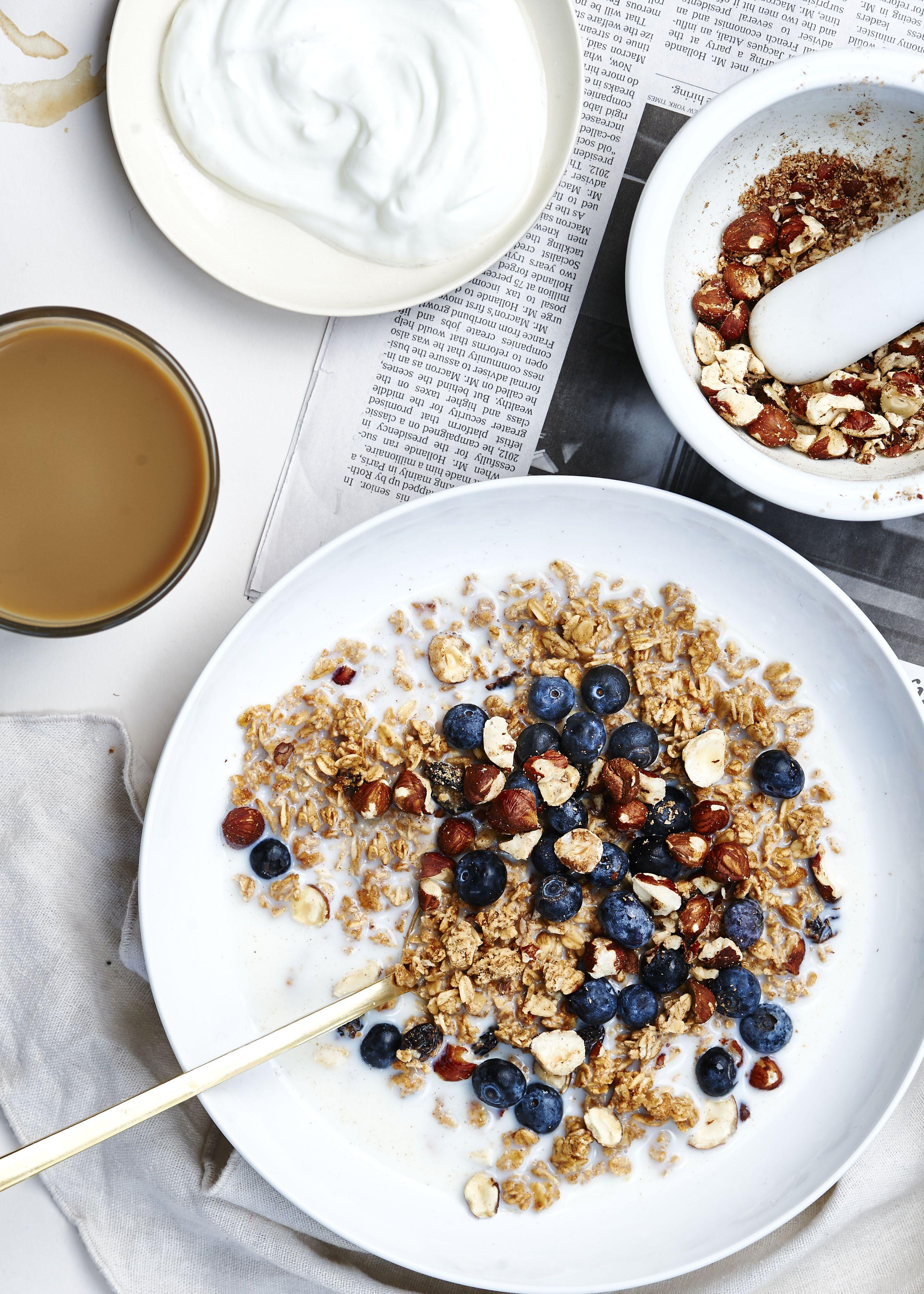Perfect Morning (Granola with Hazlenuts & Blueberrys) www.issycroker.com
