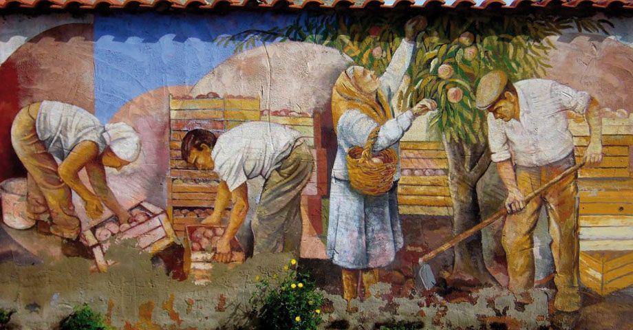 Die klassischen Murales erzählen meist Geschichten über die das was man in den Dörfern alles macht. In diesem Fall die Pfisichernte