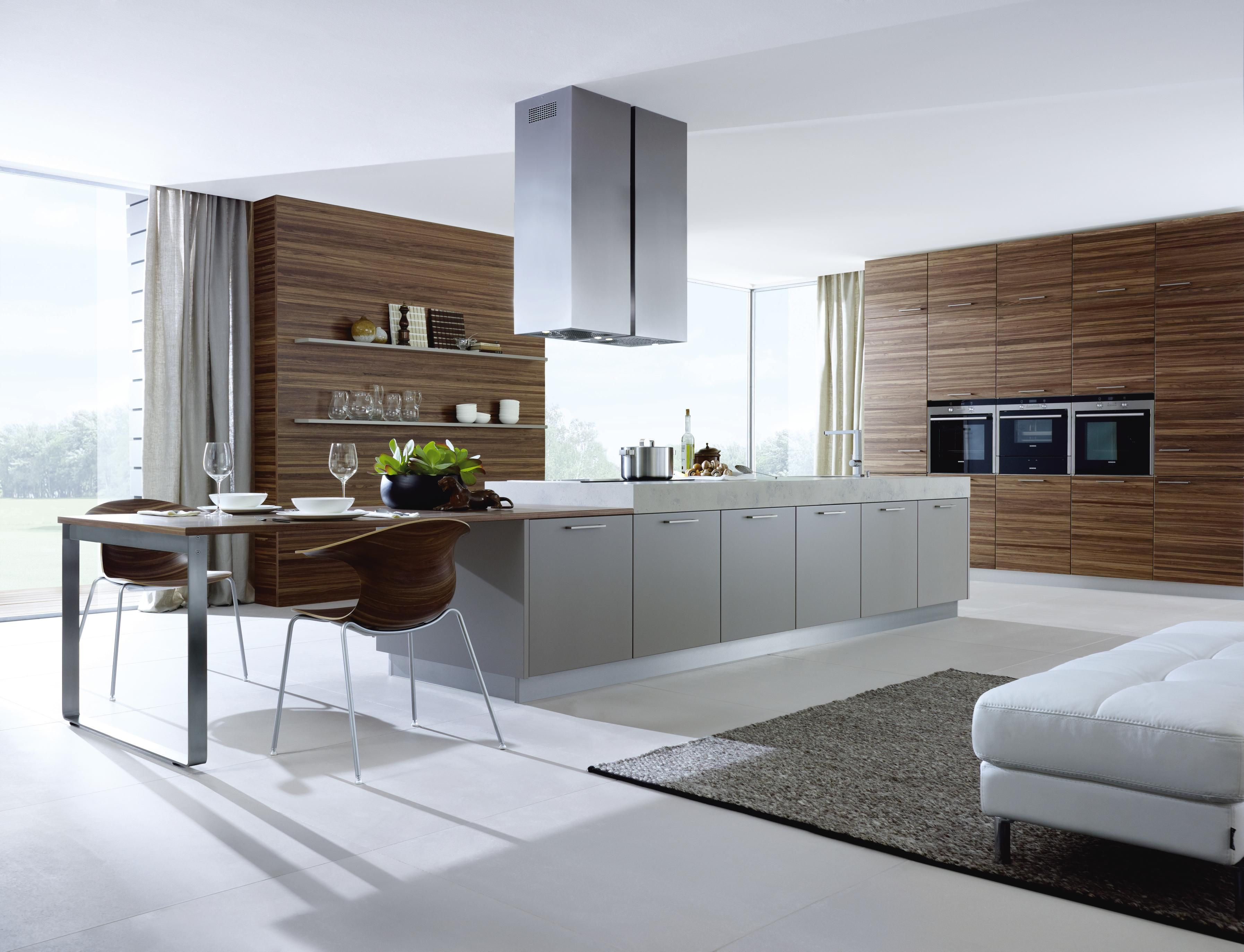 Designküche graue design küche mit edler holzverarbeitung designer küche