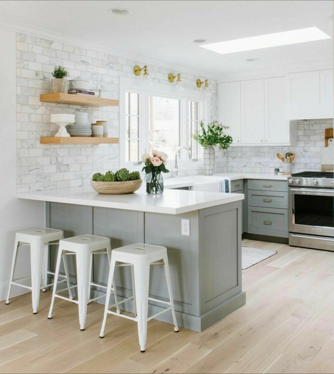 Overhead Kitchen Cabinet 2019: Interesting Backsplash To The Ceiling Treatment.