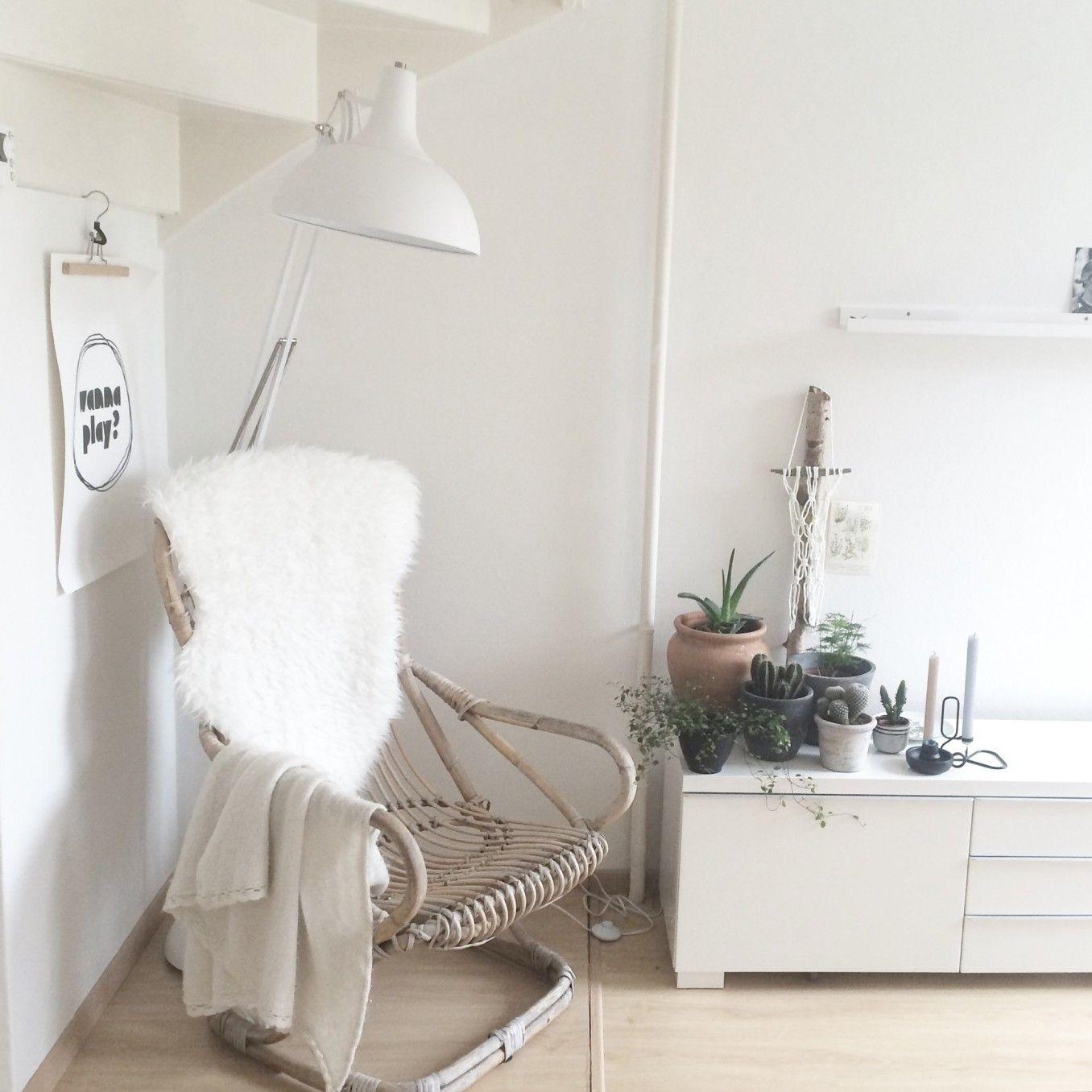 woonkamer - Ik ben heel blij met dit witte gedeelte in de woonkamer. Het is fris, ruimtelijk en de planten komen mooi tot hun recht.