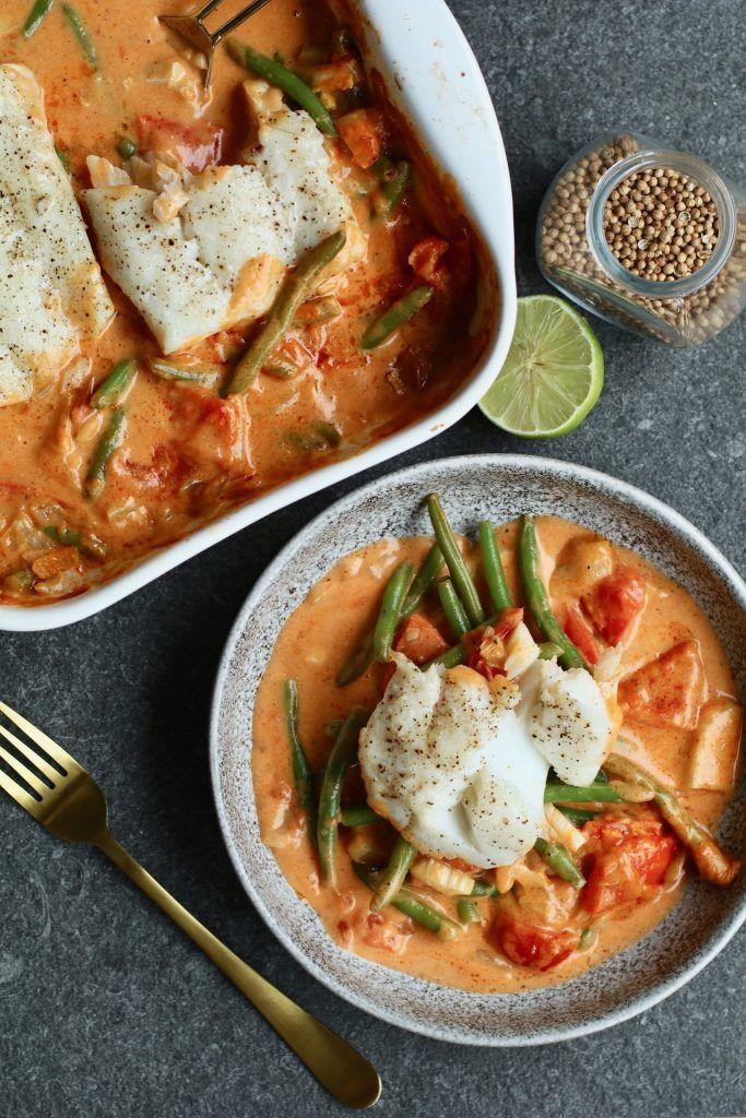 Thaise visschotel uit de oven Een heerlijke en gezonde ovenschotel met boterzachte kabeljauw, op groenten in een romige currysaus! Gezond en ook nog eens snel klaar. #beefdishes