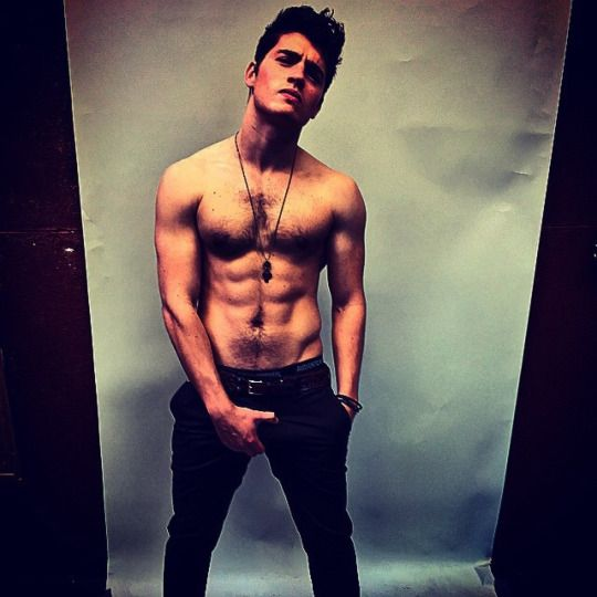 Nude Famous Men  Male-And-Others-Drugs Gregg Sulkin -3544