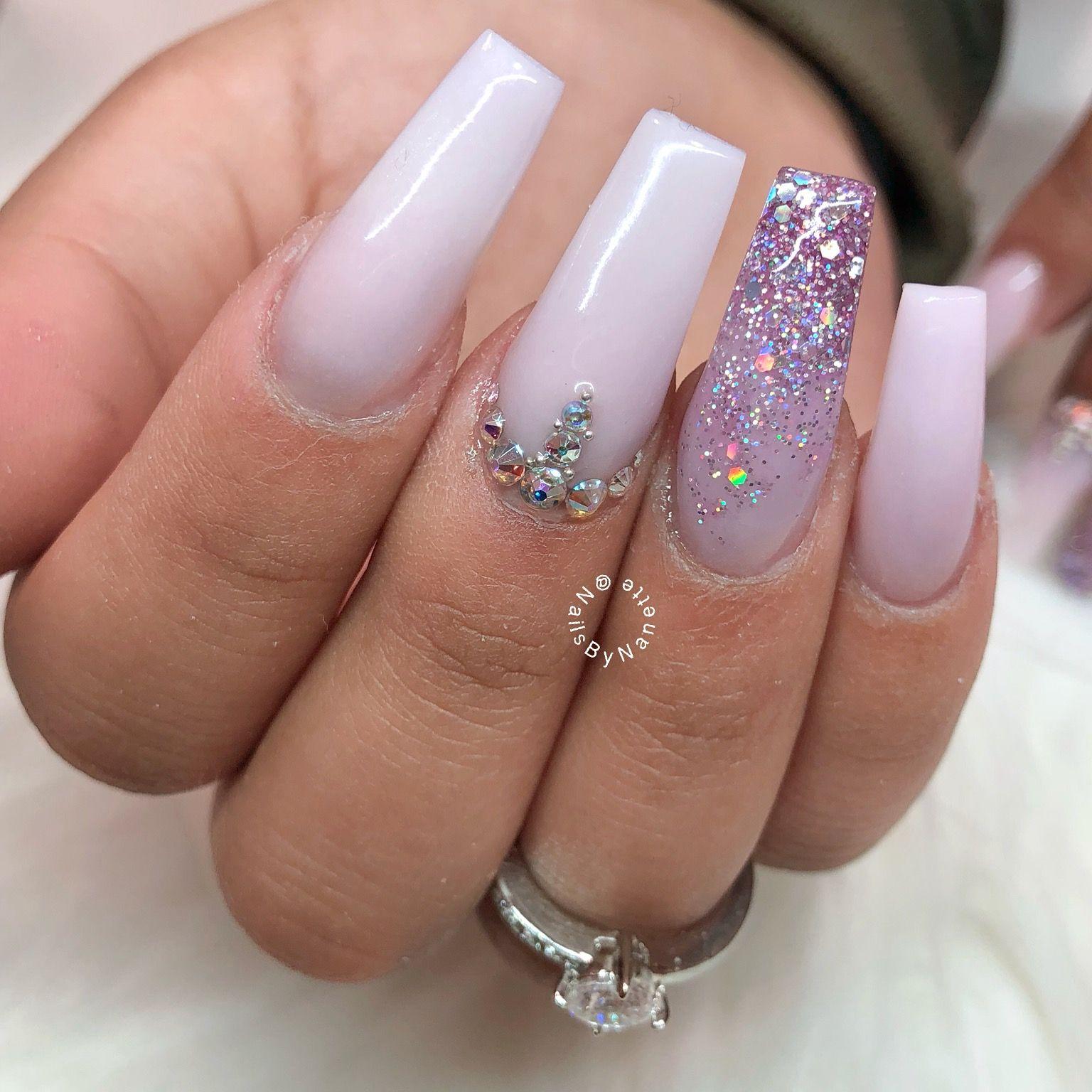 Pink nails glitter nails pink glitter nails valentine for Espejos decorados con piedras