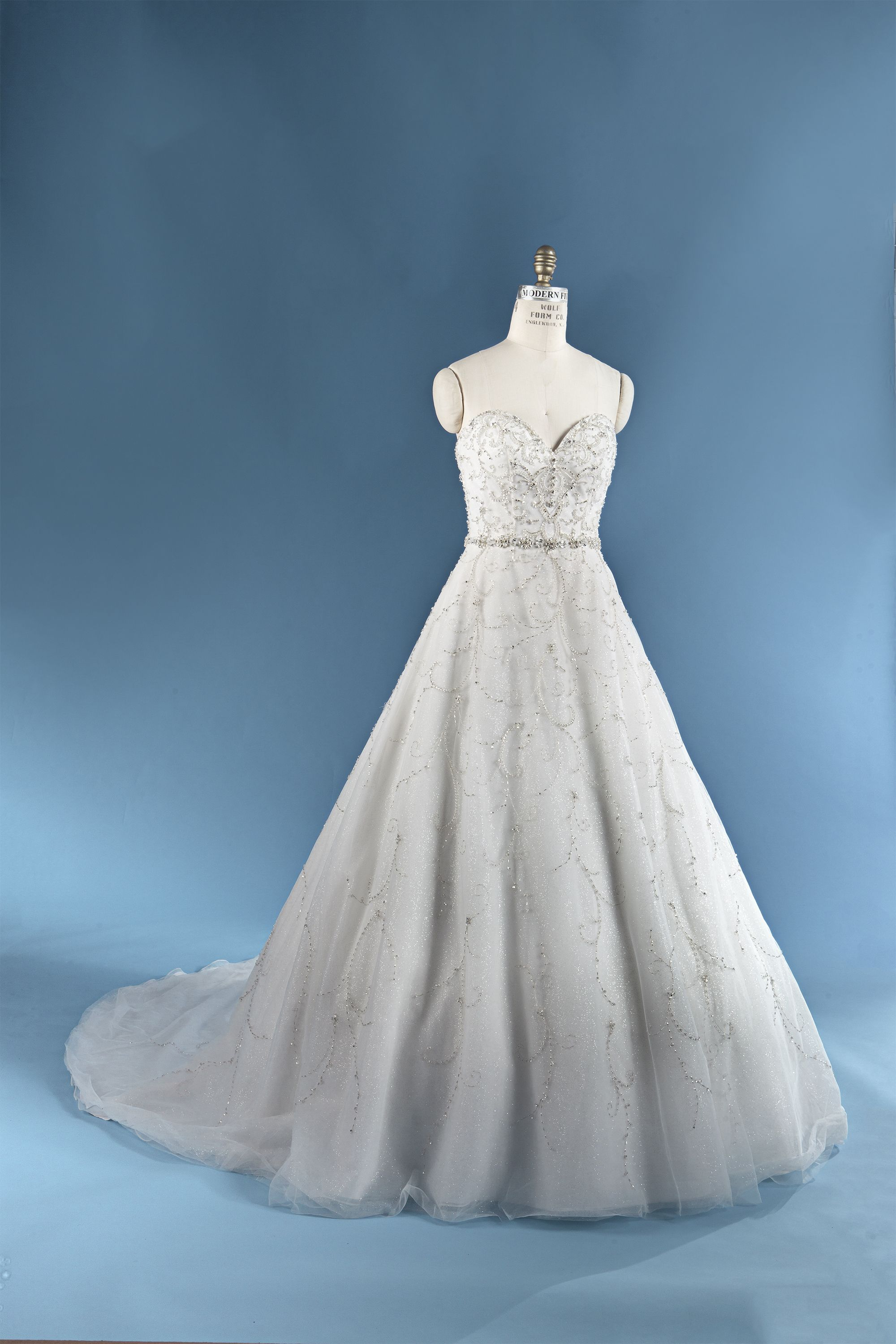 This timeless 2016 Alfred Angelo Cinderella dress is fit for a ...