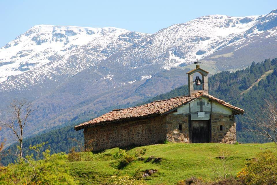 Ermita en Santa Cruz del Valle Urbión - Sierra de la Demanda en Burgos por Timon Neila Neila
