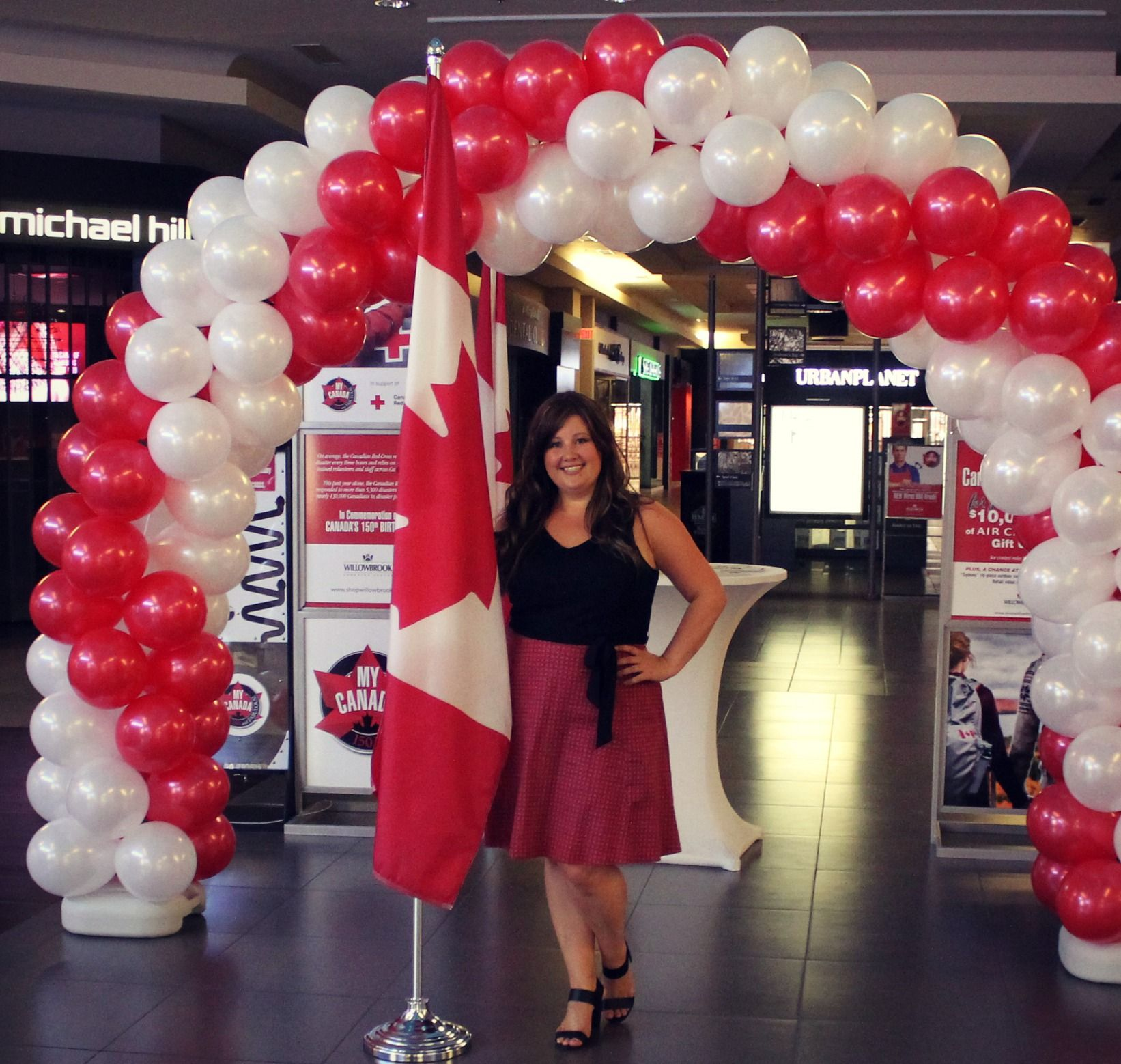 Canada Day Spiral Balloon Arch Red And White Balloons White