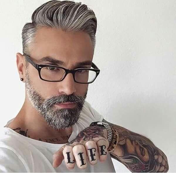 pingl par cinzia caramia sur uomo tagli pinterest barbes coiffures pour hommes et. Black Bedroom Furniture Sets. Home Design Ideas