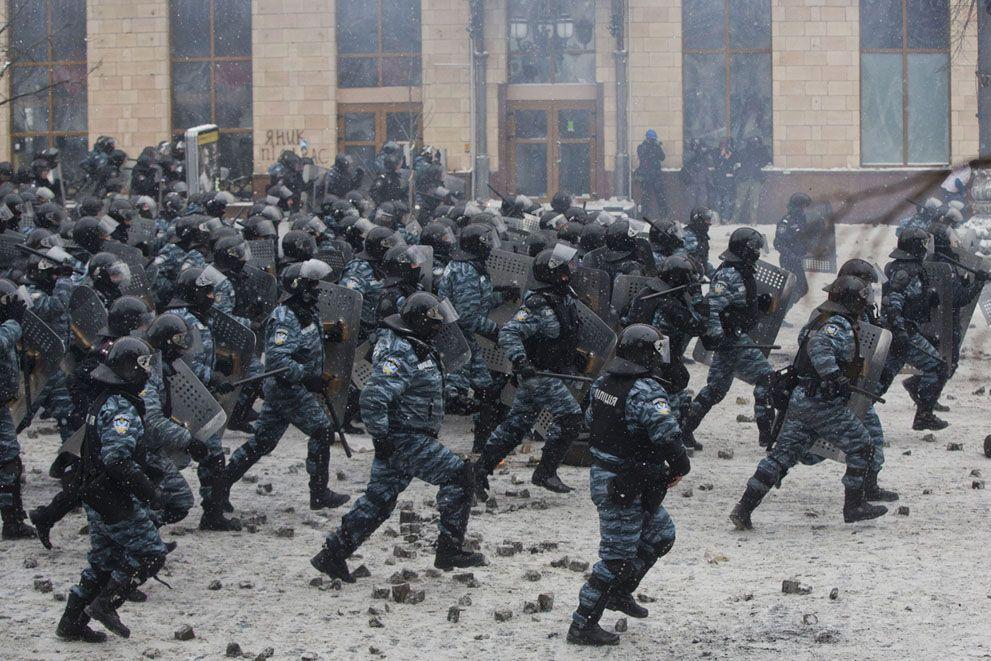 The Battle in Kiev (AP Photo/Efrem Lukatsky)