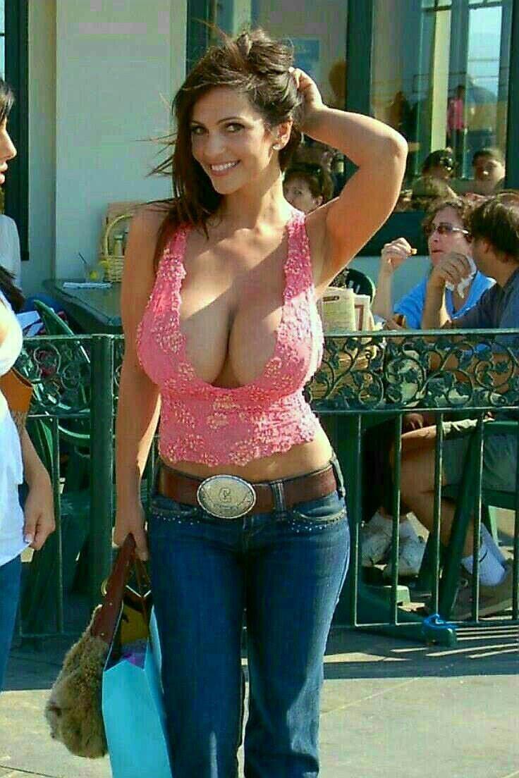 Sexy Bilder von Denise Milani