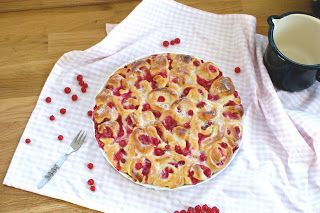 fraustillerbackt: Johannisbeer-Hefeteilchen-Kuchen mit Marzipan