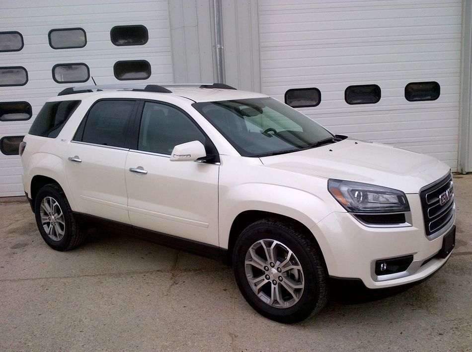2015 GMC Acadia SLT 1 ina a White Diamond