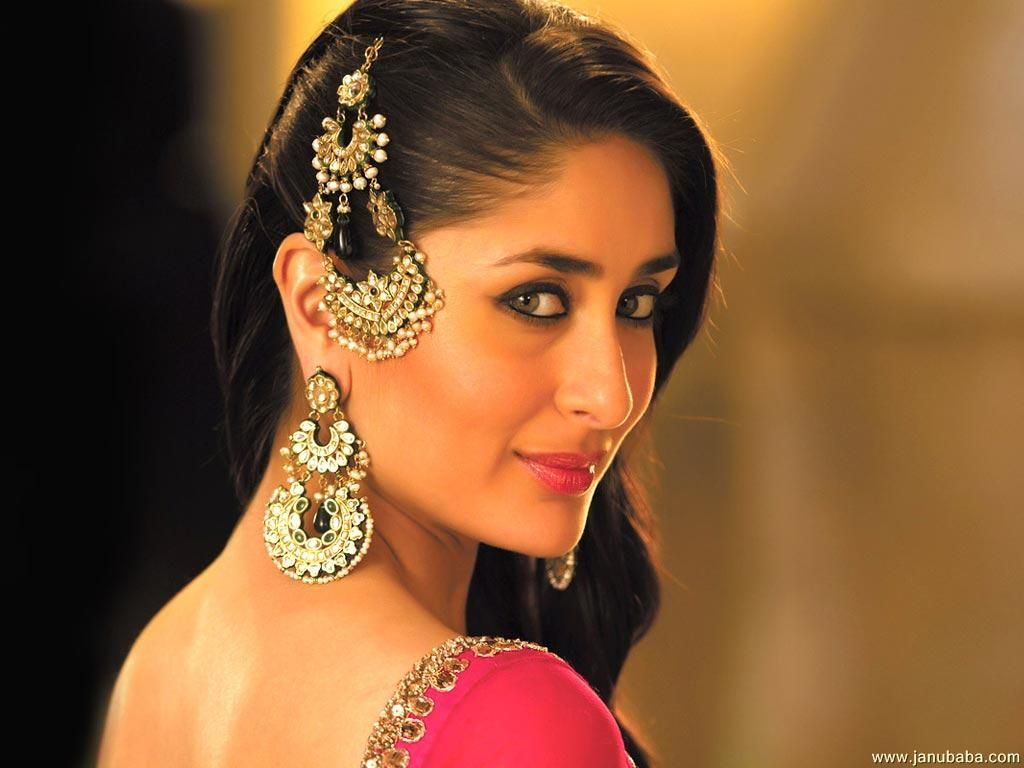 Kareena Kapoor With Nice Jhumar And Indian Earings