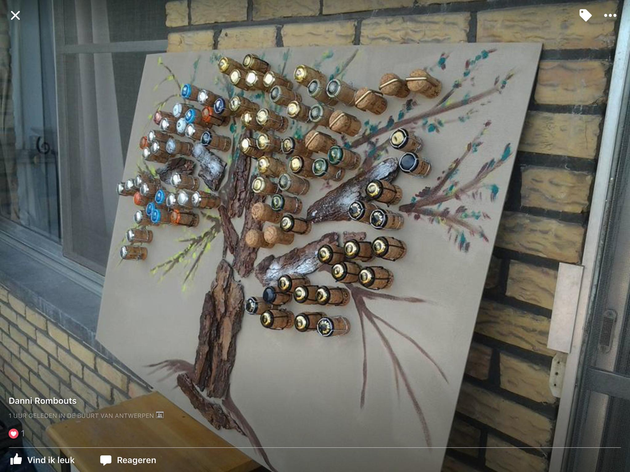 Met boomschors en takken een boom maken en dan met mooi papier blaadjes rondjes bloemen crea - Een houten boom maken ...
