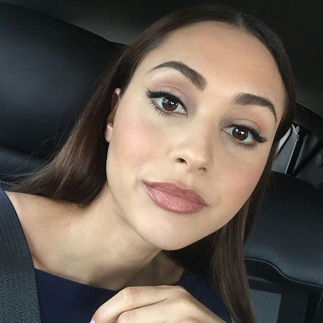 Lindsey Morgan Neutral Makeup With Images Lindsey Morgan