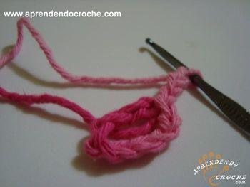 Com passos simples e devidamente ilustrado, confira como fazer uma flor catavento em crochê! Aprende