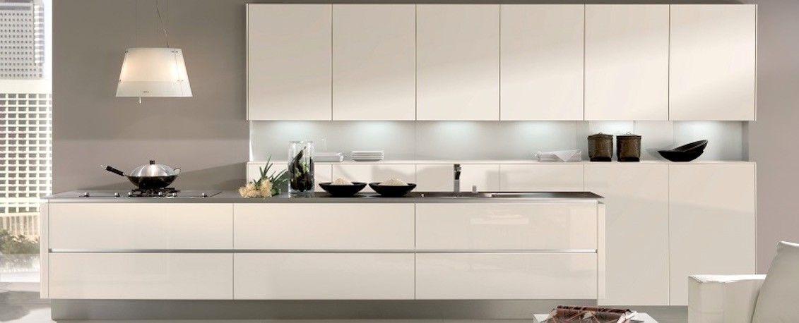 Handleless white gloss glass kitchen design Arquitectos - nolte küchen katalog 2013