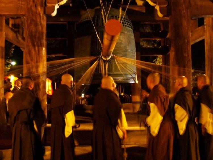 Joya no Kane Ring in New Year's the Spiritual Japanese