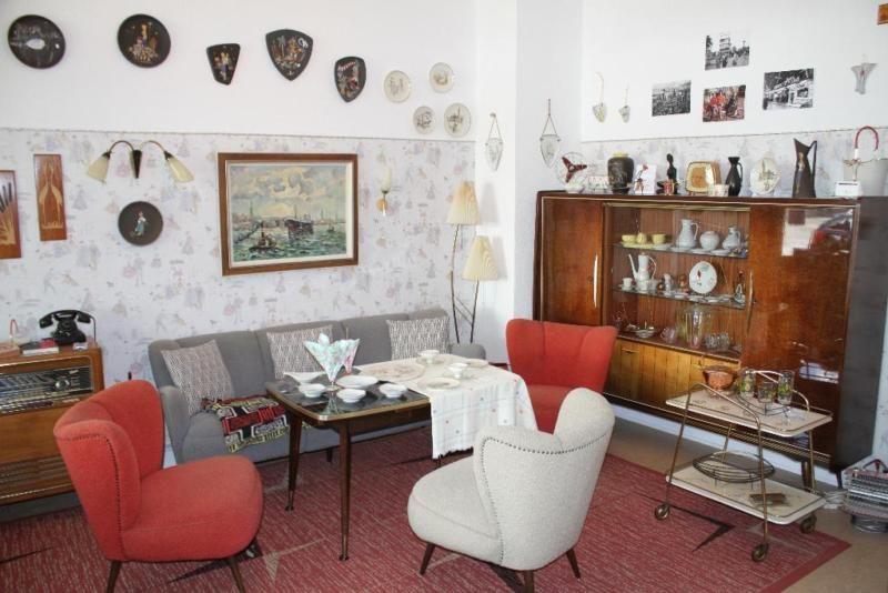 Morgen Ab 10 Mit Vielen Neuen Sachen Anschauen Und Erwerben Br Br Der Verein Petticoat Ausstellung 5 50er Jahre Wohnzimmer Wohnen Wohnzimmerdesign