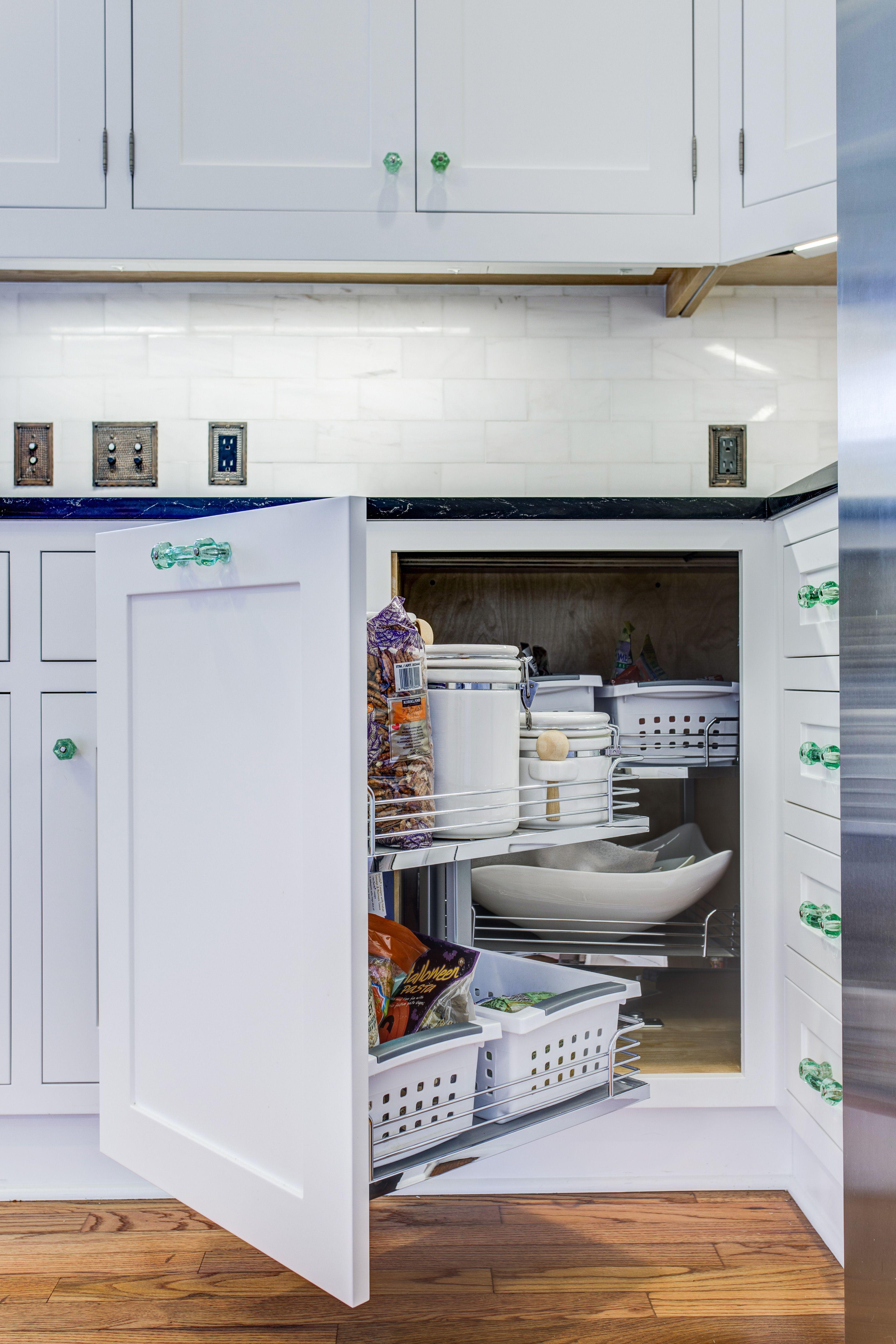Best Blind Magic Corner Base Pullout Elmwood Cabinetry 400 x 300