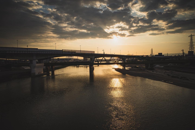 Sunset  #onichie #osaka #japan #osakajapan #大阪 #日本 #オニッチ #おにっち #fromosaka #fromjapan #omg #onichiemusicgarage #ツァイスBatisで撮りたい #aestheticsjapan #shotonlexar #ricoh #ricohgr #gr #gr3 #griii #grist #リコーGR #リコーGR3 #sunset #sky #cloud #river #夕陽 #夕日 #夕焼け