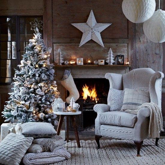 Weißer Winter Wohnzimmer Rustikales Holz, Vintage Metalle, Papier Und  Zubehör Schaffell Geben Diesem Festlichen. WohnzimmerWeihnachtszeitDeko ...