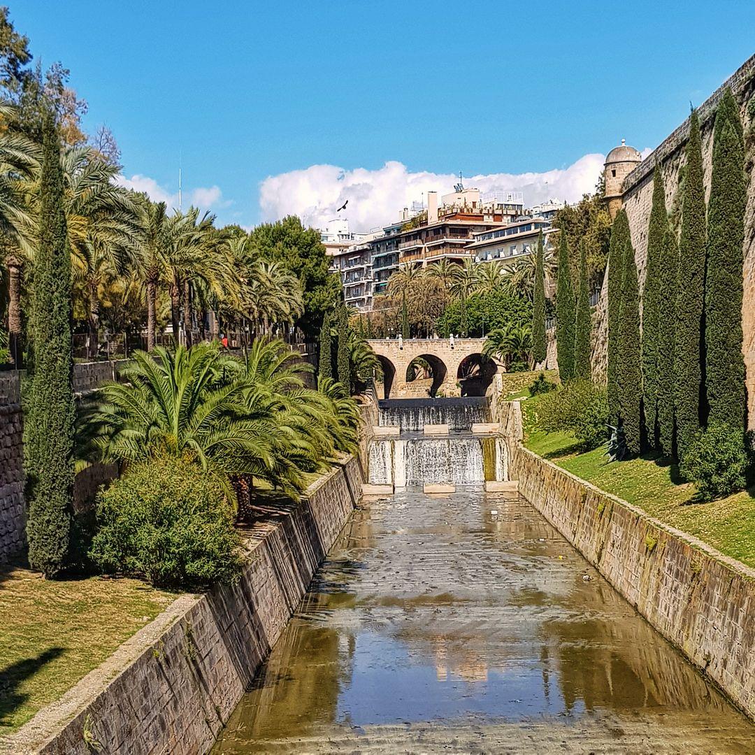 Castle Moat Palma De Mallorca Mallorca Palma De Mallorca Ferienhaus Mallorca Mallorca Urlaub
