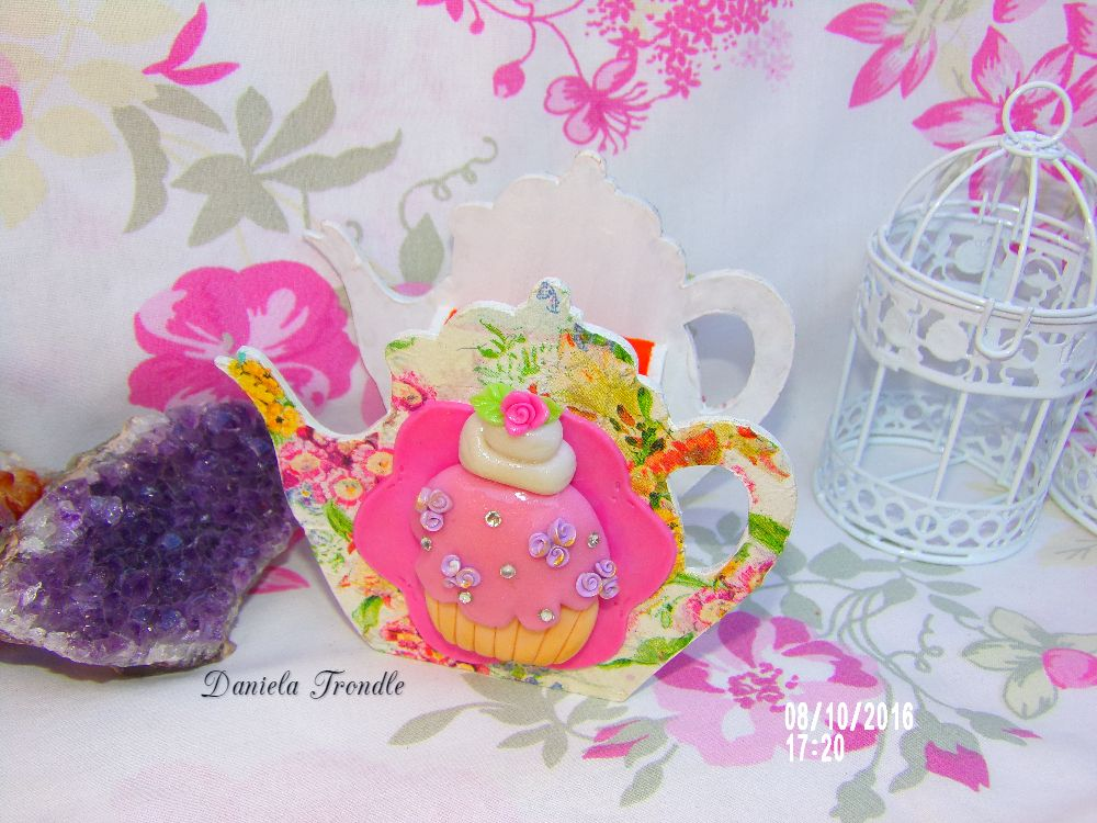 tetera porta té decorada con porcelana fría