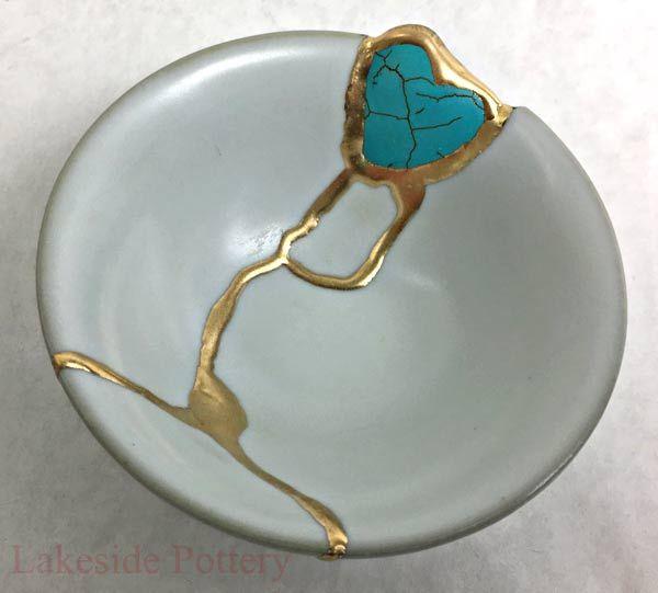 Kintsugi bowl with heart shaped gem stone * Missing a piece of china /  ceramics ? | Kintsugi art, Kintsugi, Pottery