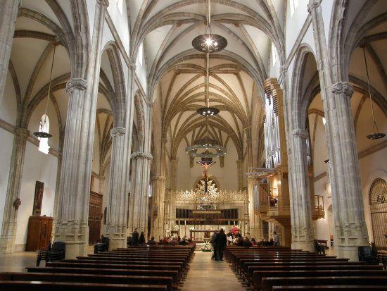 Interior De La Catedral Magistral De Los Santos Ninos Justo Y