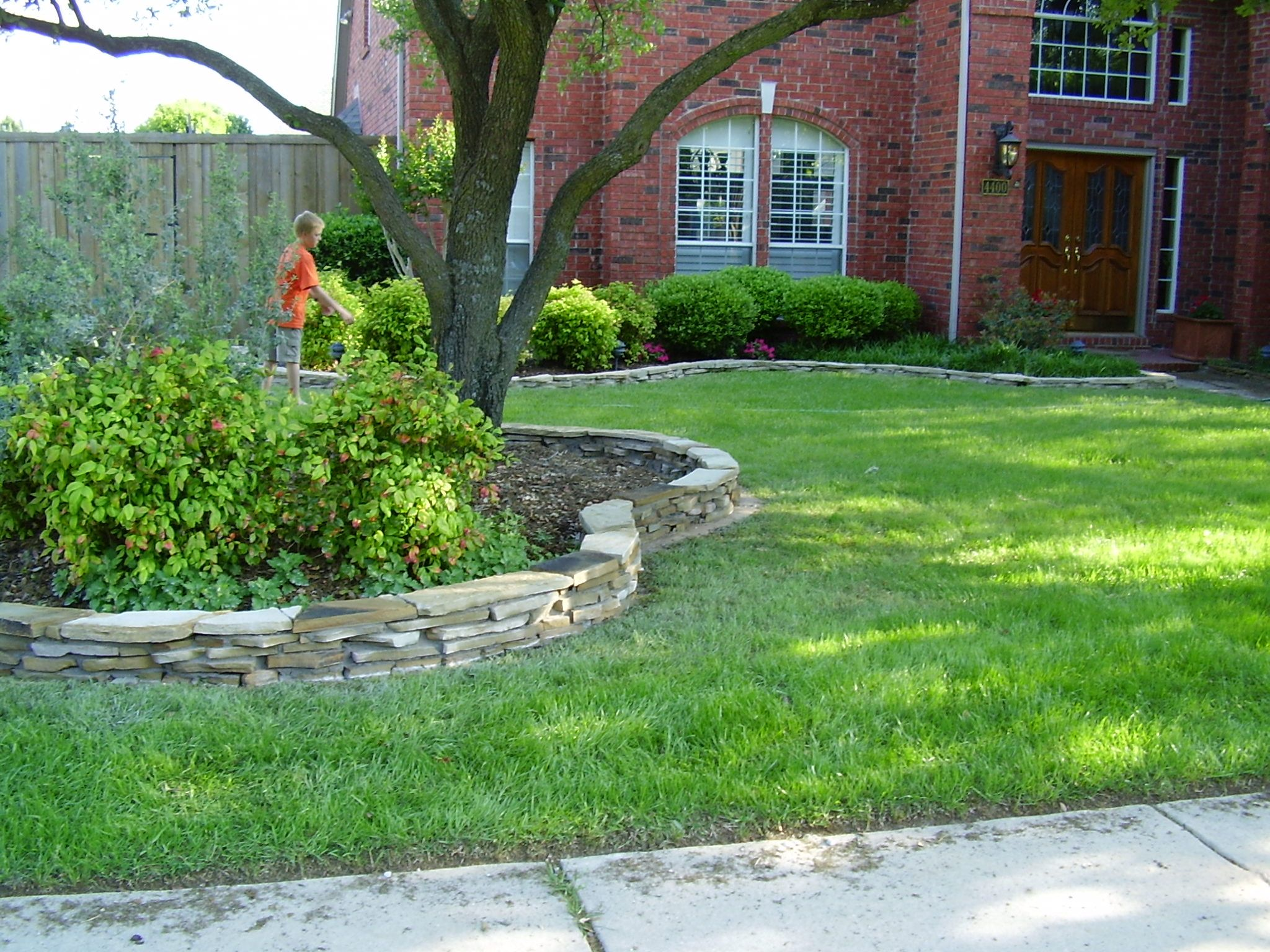 Flagstone border landscape borders flagstone and for Stone landscaping ideas