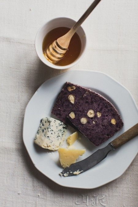 Gluten free bread with Finnish blue cheese and honey