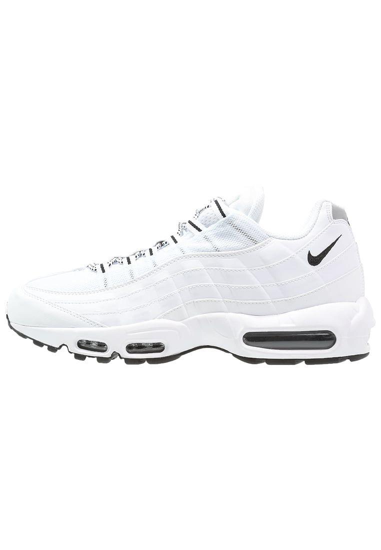 Consigue este tipo de zapatillas de Nike Sportswear ahora