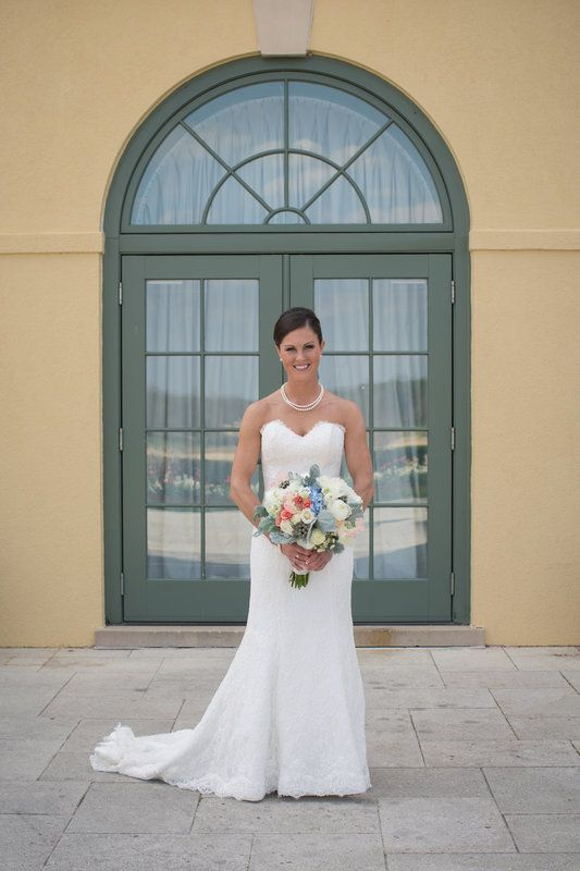 The beautiful bride! - Tourterelle Floral Design - Photo By Robinson Imagery