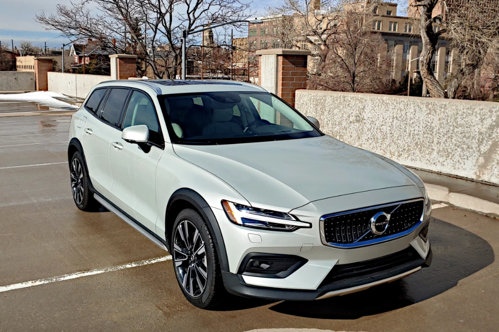 Review 2020 Volvo V60 Is A Wagon Without Compromise In 2020