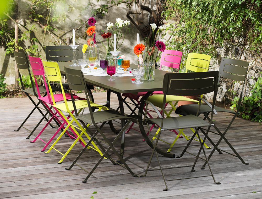 Cet ensemble fermob chaises slim et table allonge - Chaise de jardin fermob ...