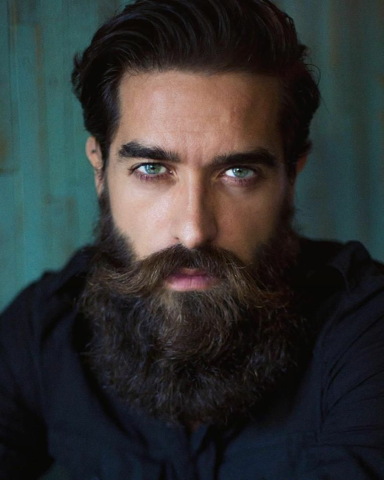 Far crescere i capelli lunghi uomo