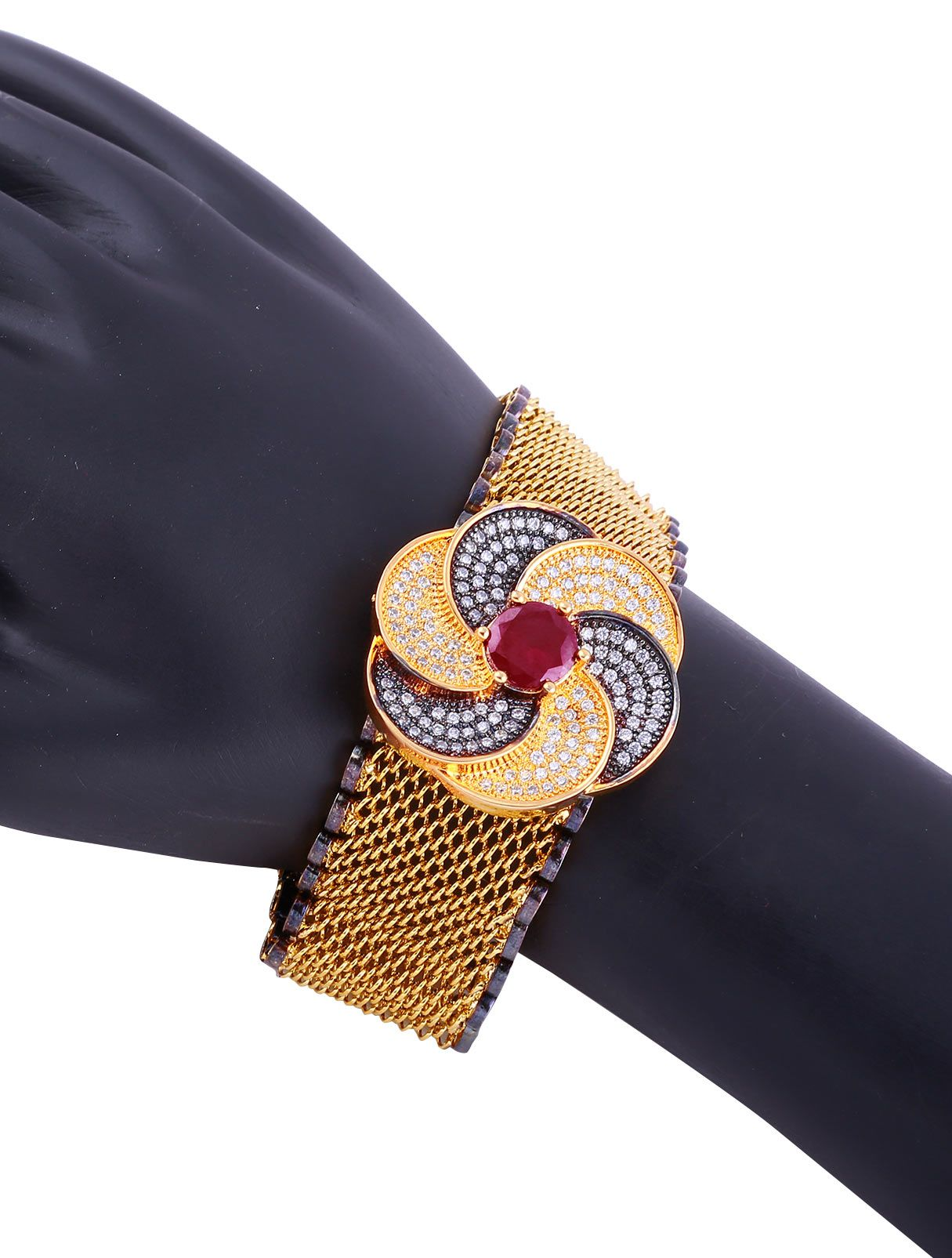 Can inspirations be amazingly influential?!!!   The real experience of bearing the nature inspired bracelet. More of nature influenced Rental experience on https://www.hiflame14.com/two-tone-floral-designer-bracelet