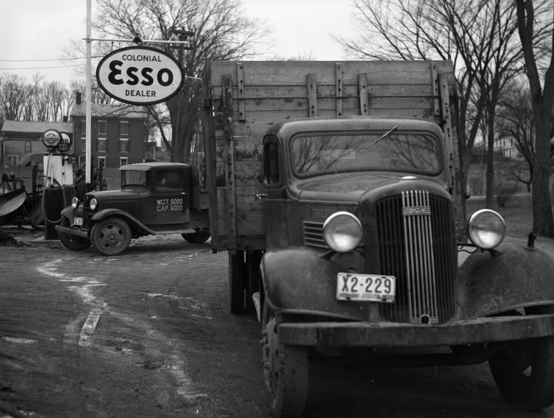Vintage shots from days gone by! Old gas stations, Old