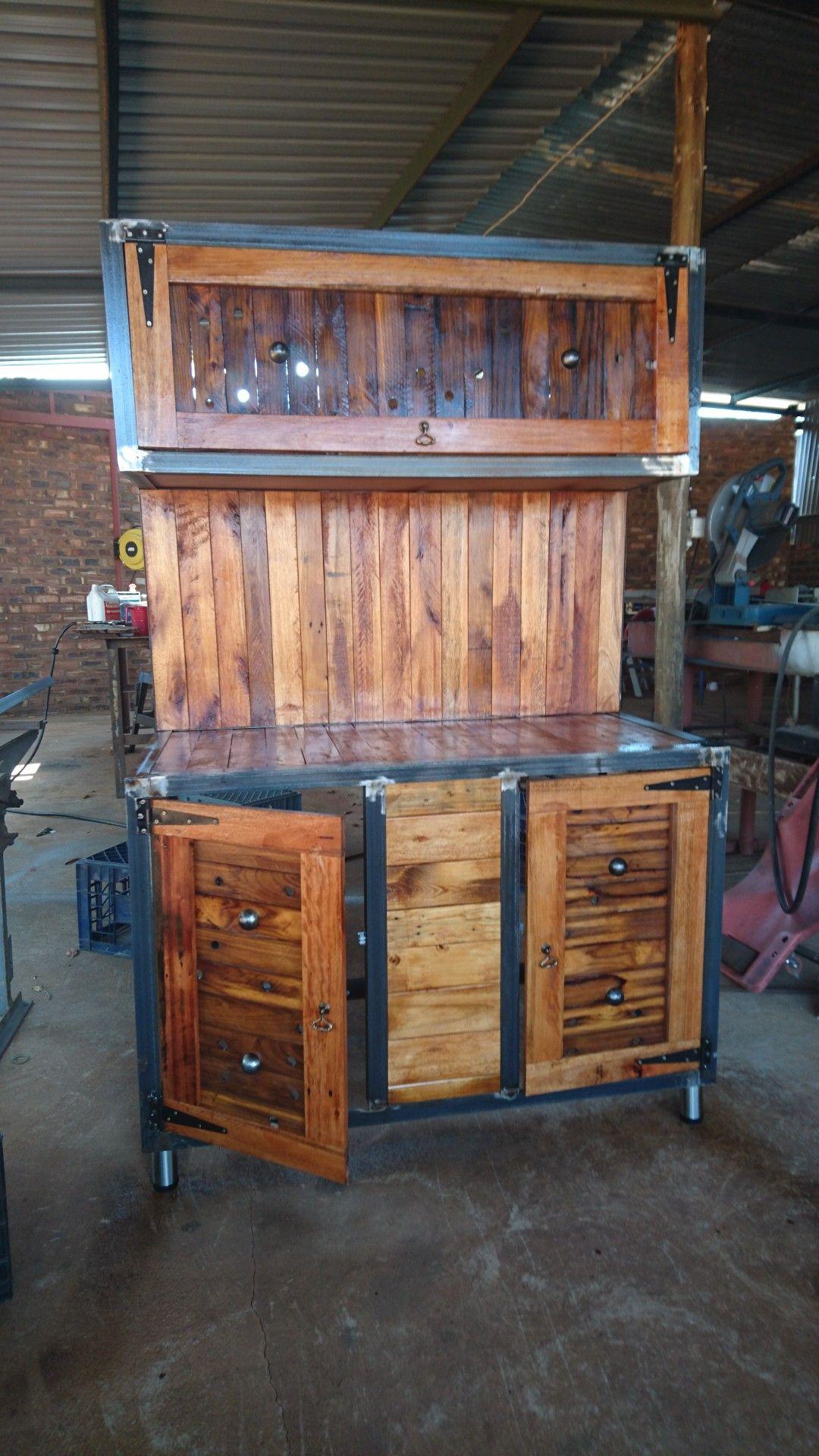 Pallet en staal | Home decor, Liquor cabinet, Decor