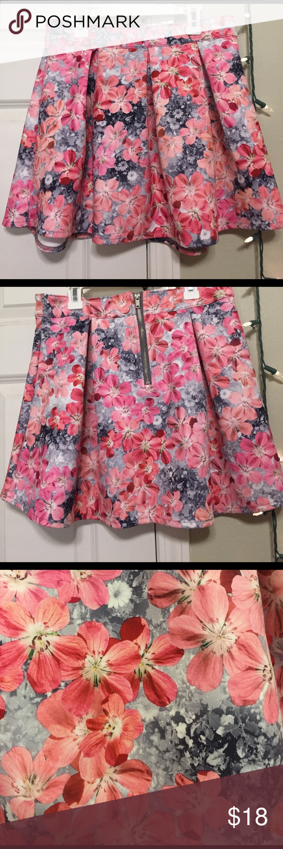Pleaded floral skirt Floral pleaded skirt with zipper in the back// barely worn Aeropostale Skirts Circle & Skater