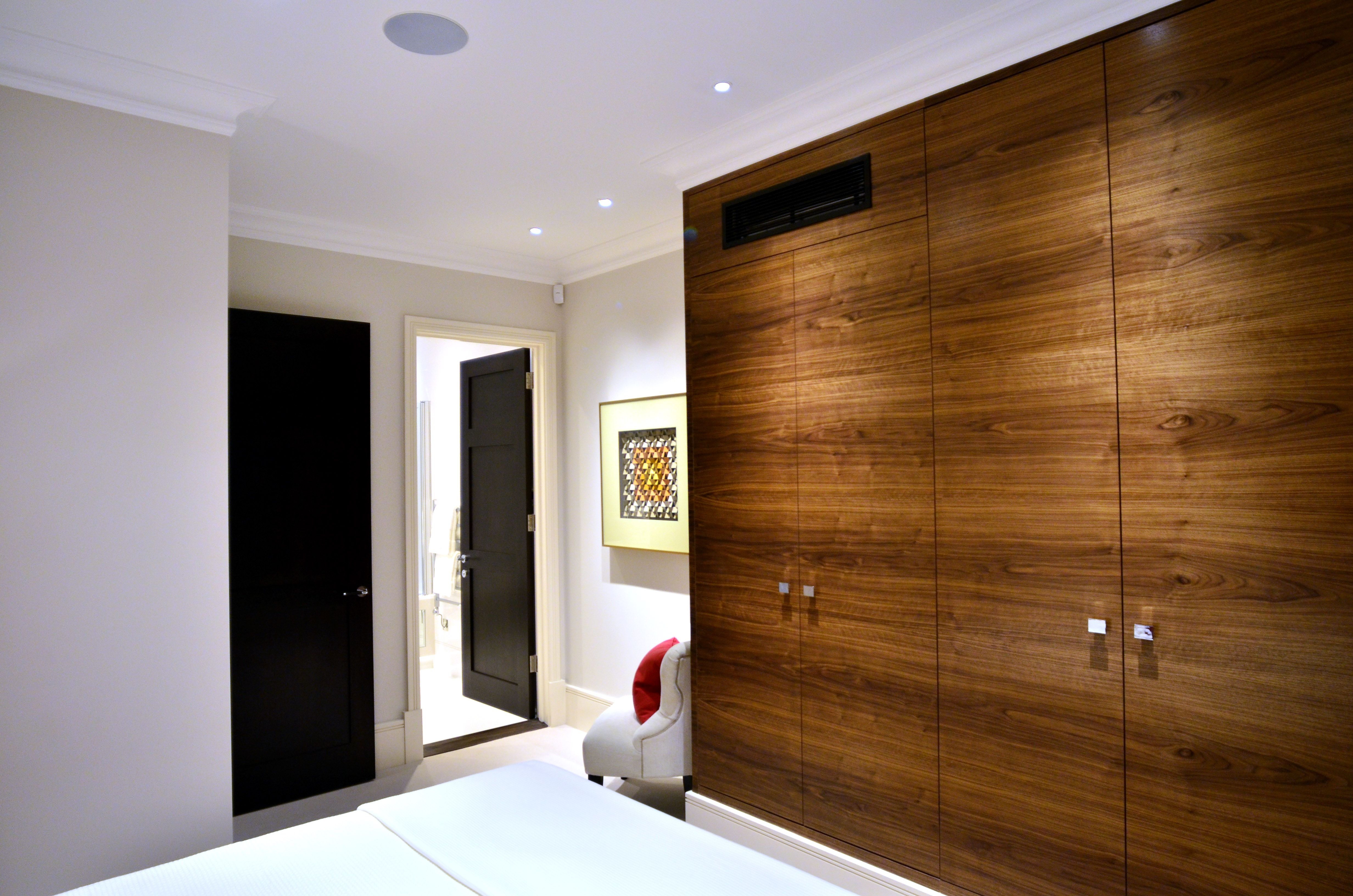 Air conditioning unit incorporated into a wardrobe in a