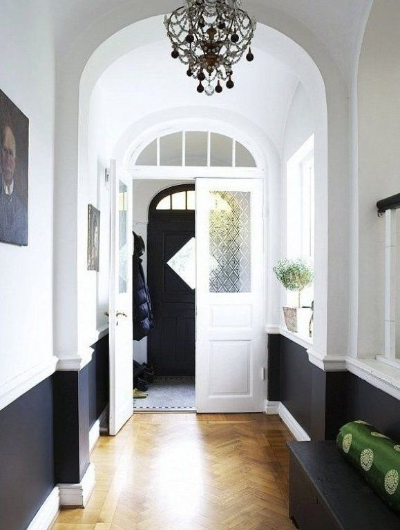 Two toned entry #decorstyle #entrywaydecor #decorsmall